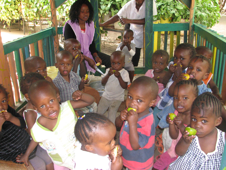 Fruit is belangrijk voor de kinderen Imani B