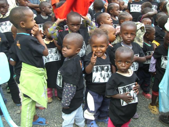 Kinderen met Lama's shirt Imani B